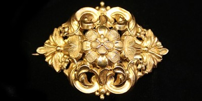 gold brooch of flowers