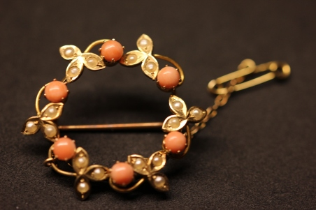 Coral and pearl brooch frontIMG_0206