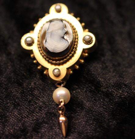 hardstone brooch 1IMG_2326