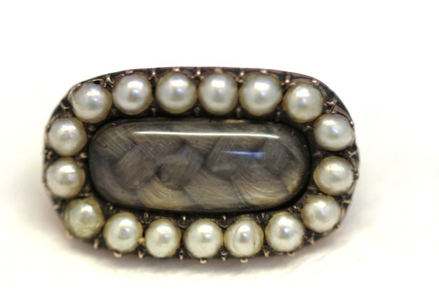 small pearl mourning brooch1IMG_0544