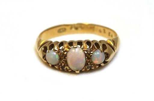 3 stone opal ring 1