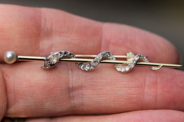 snake brooch 1IMG_4338