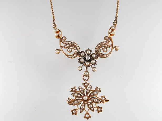 Vic foliate pendant necklace