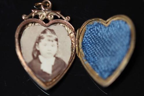 heart locket 1aIMG_5624